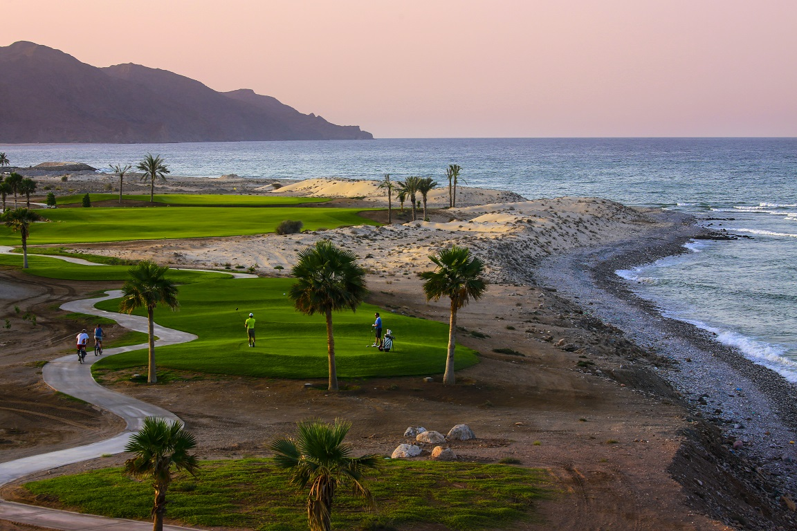 The-golf-course-in-Jebel-Sifah-is-seamlessly-integrated-into-the-spectacular-scenery-and-natural-landscapes